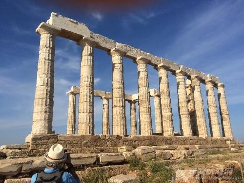 停泊在Temple of Poseidon神庙脚下